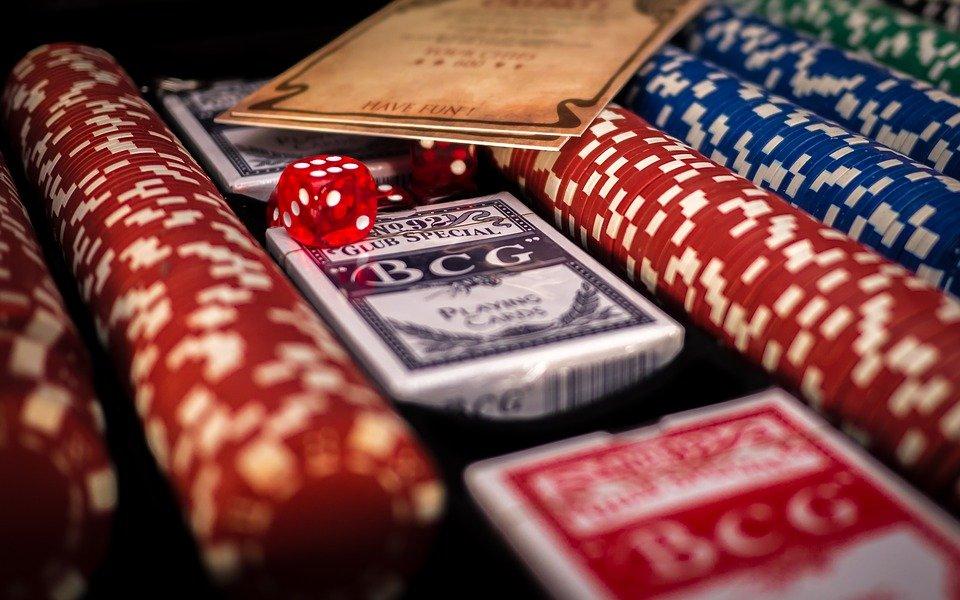 Valitse eri kasinopeleistä.